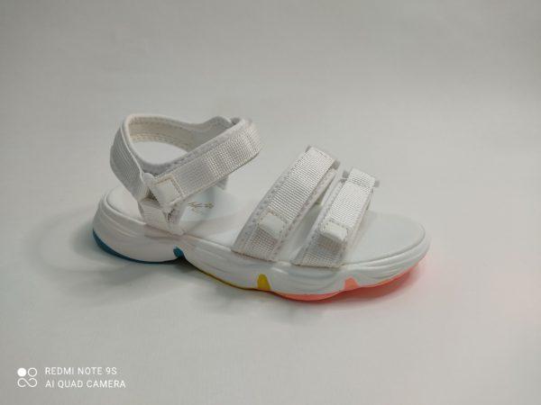 Sandalia niña Buble kids blancas. Suela blanca con una capa multicolor en la suela. Doble correa sobre los dedos y velcro que cierra sobre el tobillo.