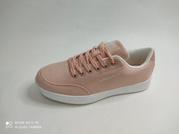 Loneta para mujer en color rosa. Plantilla acolchada y cierre con cordón. Marca Sweden Klë, modelo 411087 Calpe