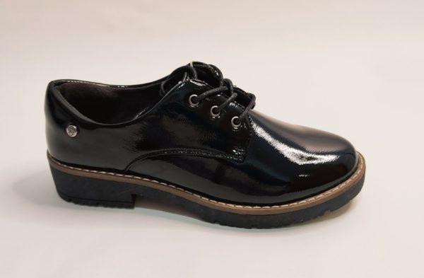 Zapato para mujer de la marca Mysoft en charol negro y cierre con cordón.